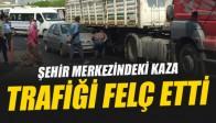 Akhisar Meydanındaki Kaza, Trafiği Felç Etti