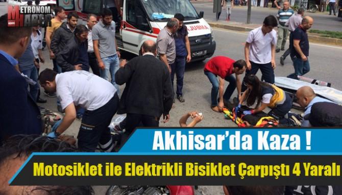 Akhisar'da Motosiklet ile Elektrikli Bisiklet Çarpıştı 4 Yaralı
